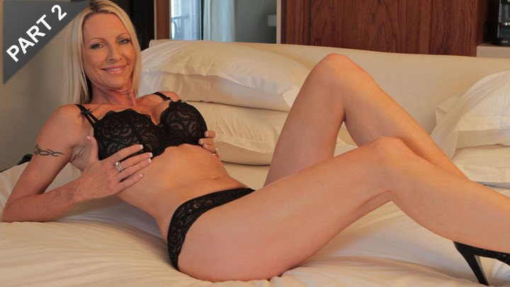 Emma Starr Blonde MILF
